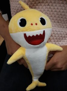 Peluche cantante BABY SHARK photo review